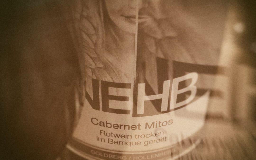2014er Cabernet Mitos vom Weingut NEHB – großartig am Gaumen, mild in der Säure und dunkel im Glas.